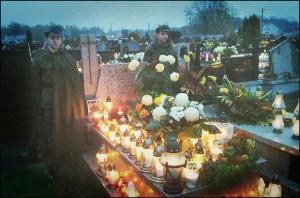 Warta Honorowa przed grobem Wodza - 77 Mazowiecka Drużyna Harcerska