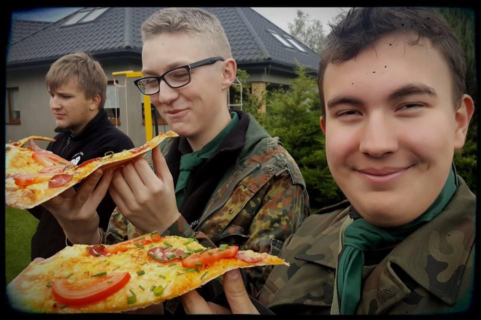 INO z pizzą